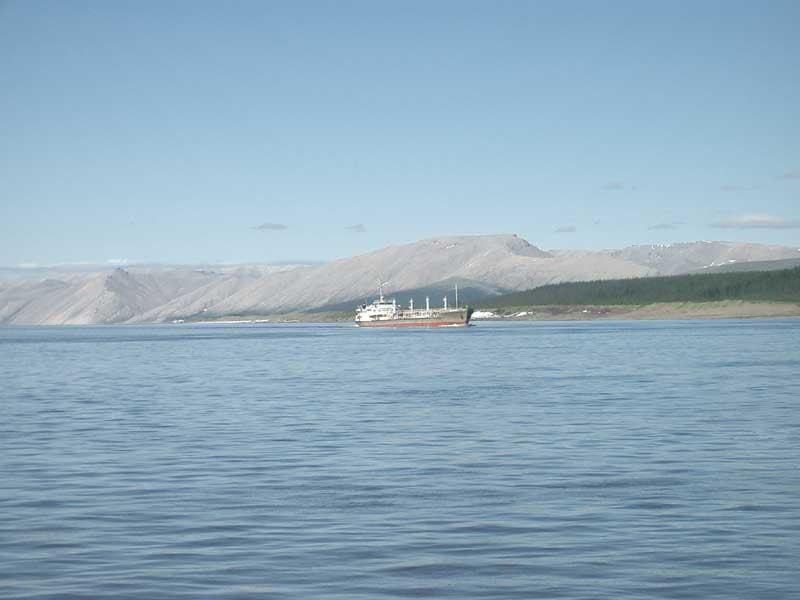 Усть-Кут.RU : Рыболовное судно в пути