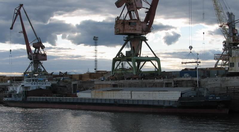 Усть-Кут.RU : Грузовой район порта