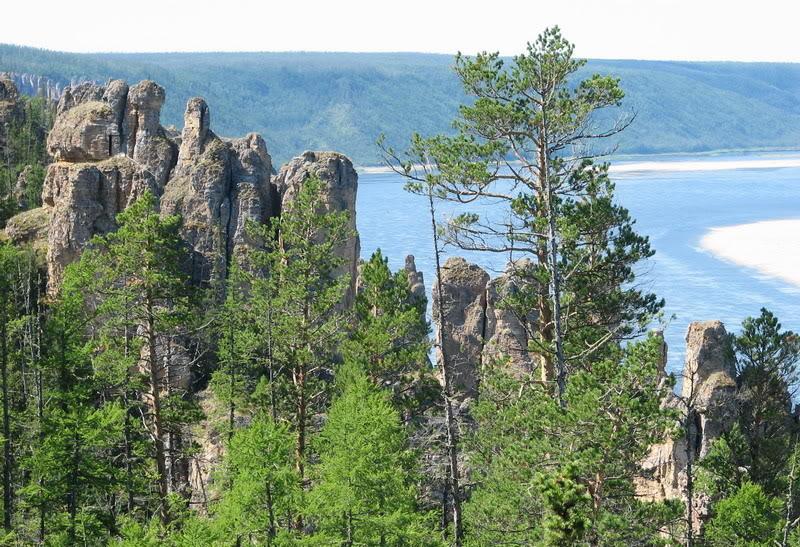 Усть-Кут.RU : Лесной палисадник на скалах