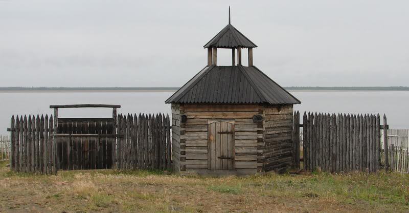 Усть-Кут.RU : Копия древней стены Жиганского острога