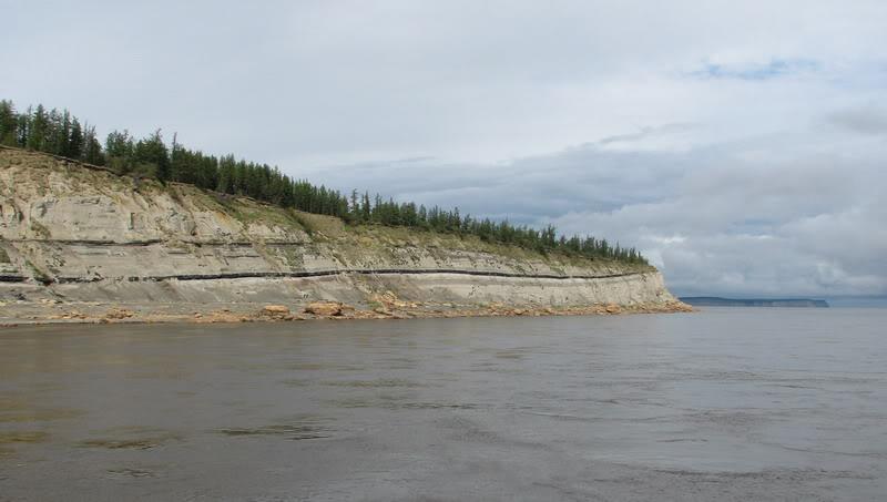 Усть-Кут.RU : Вдоль обрывистого берега Лены
