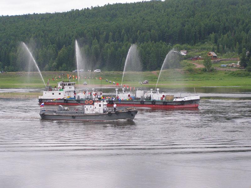 Усть-Кут.RU : фонтан на танкере