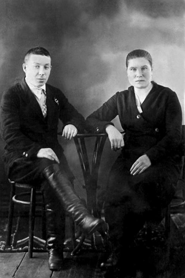 Усть-Кут.RU : Нарицынa Г.С. Семья Герасимовых, Иван да Марья. Село Усть-Кут, 1934 год.