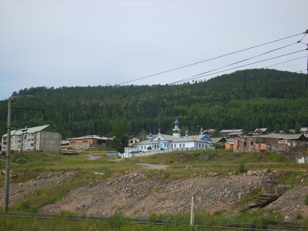 Усть-Кут.RU : Церковь и лес
