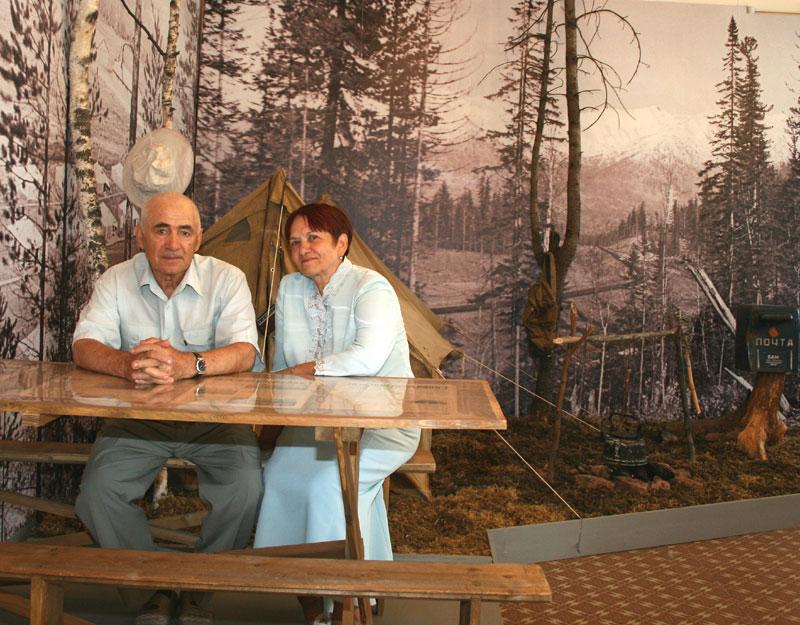 Усть-Кут.RU : 4.5. Табаринцевы - старшие приехали на открытие выставки