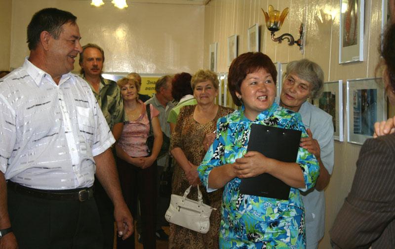 Усть-Кут.RU : 2.1. Директор Усть-Кутского исторического музея З.М. Тирская  проводит первую экскурсию