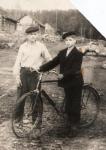 первый велосипед Василия (слева)