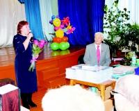 Ю.А. Андреева и гостей вечера приветствует зам. мэра по социальным вопросам Е.А. Кузнецова
