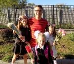 Михаил с дочерьми Маргаритой, Майей и Мирославой 1 сентября 2016 года, Донецк