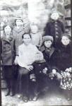 1-й ряд, сидят слева: жена А.С. Антипина, сын Б.Е. Антипин, дочь Е.Е. Антипина и маленький Леопольд